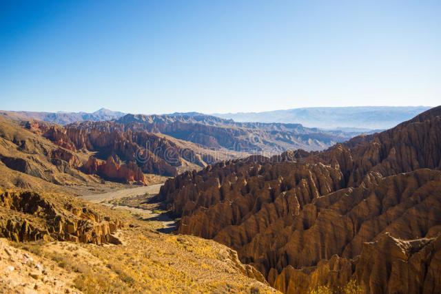 cordillera-erosionada-alrededor-de-tupiza-bolivia-meridional-61130954