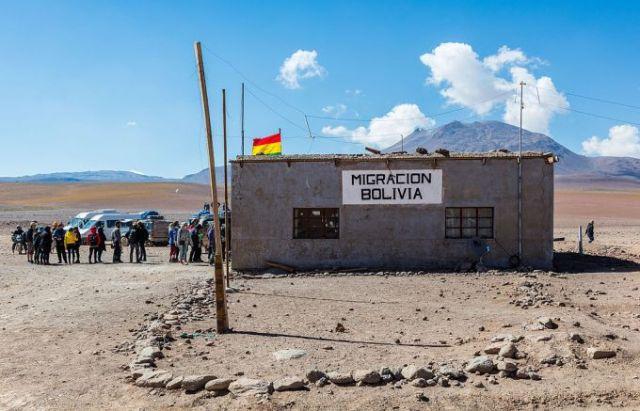 Bolivia-Chile border Hito Cajon