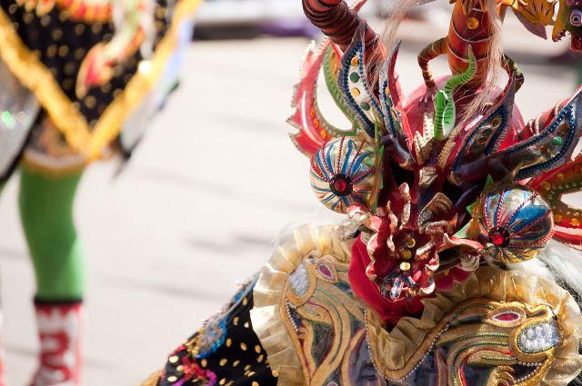 1280px-Diablada_-_Carnaval_2009_at_Oruro